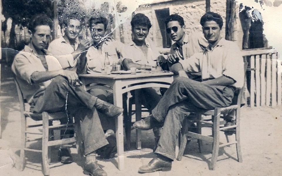 Από αριστερά: Αμοιρίδης Νεόφυτος, Ασλανίδης Αθανάσιος, Σεμετζίδης Σταύρος, Σεμερτζίδης Κωνσταντίνος, Ελευθεριάδης Χαράλαμπος, Καραβασίλης  Ματθαίος